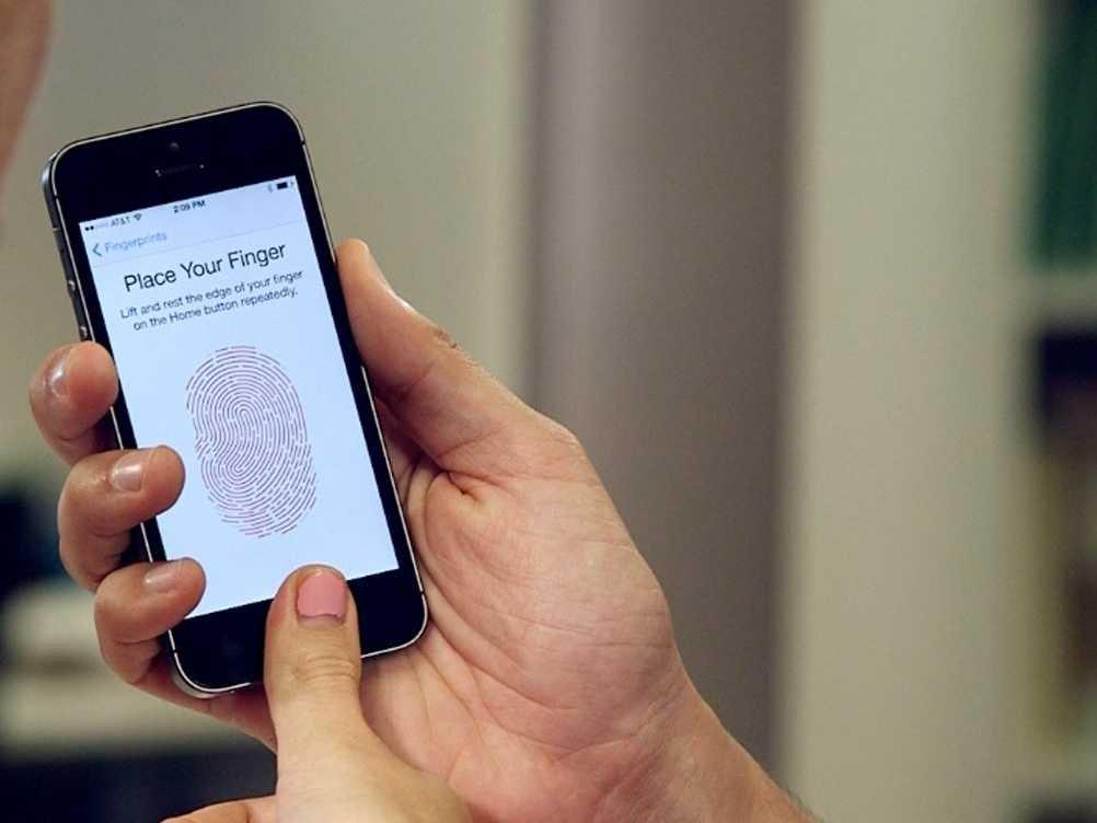 julia-la-roche-iphone-5s-fingerprint-9