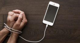 Apple Shareholders Urge Tech Giant To Address Phone Addiction Problem