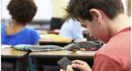 Some Parents In The UK Want Schools To Ban Mobile Phones